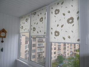 Установка рулонных штор на пластиковые окна в Красногорске